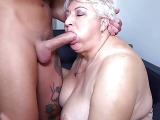 Big mom sucks and fucks her toyboy blowjob 3movs