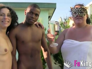 An interracial threesome with a BBW outdoors bbw 3movs
