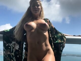 Blonde busty victoria summers strips down in solo amateur 3movs